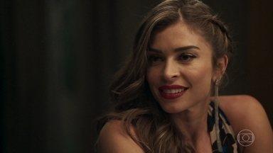 Sophia afirma a Lívia que aprova o namoro dela com Mariano - Mariano vai embora após ser apresentado à família da namorada. Ainda impactado Gael decide levar Aura para casa