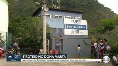 Polícia faz operação no Dona Marta após tiroteio - Os tiros acordaram os moradores de Botafogo por volta das 5h deste sábado (24). Policiais da UPP foram recebidos a tiros quando faziam patrulhamento próximo ao plano inclinado. Houve confronto, mas ninguém ficou ferido.