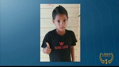 Menino Guilherme está desaparecido há duas semanas - Ele brincava na frente de casa quando desapareceu. Desde então, a família espera por notícias.