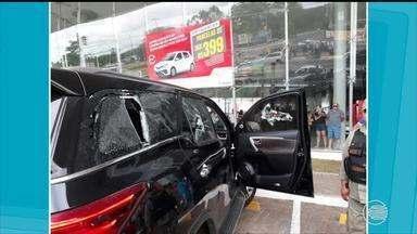 Após briga de trânsito homem atira em outro em concessionária na Zona Leste - Após briga de trânsito homem atira em outro em concessionária na Zona Leste