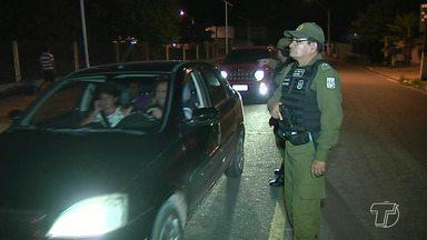 PM monta operação para combater tráfico de drogas e outros crimes na região - Operação 'Esvazia Quartel' envolveu mais de 100 policiais militares.