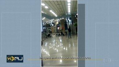 Um homem destruiu parte do setor de embarque do aeroporto do Galeão - Ele é funcionário de uma empresa terceirizada, que presta serviços no aeroporto. A empresa Rio Galeão informou que, aparentemente, ele teve um surto psicótico