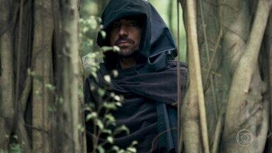 Virgílio vigia os passos de Afonso - Ele vê quando o ex-príncipe sai da casa de Samara com Levi