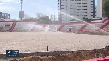 Obra de novo gramado começa no estádio dos Aflitos e Náutico se prepara para a volta - Sport jogou contra Vitória e Santa tem rodada no domingo