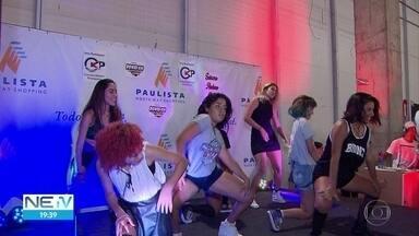 Jovens que gostam de cultura pop lotam shopping no Grande Recife - Eles participaram de evento durante este sábado, em Paulista
