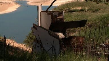 Sem banheiros públicos, ambulantes improvisam estrutura irregular na Ponta Verde - Prefeitura afirma que retirou banheiro improvisado e que construção de banheiros públicos está prevista para o 2º semestre.