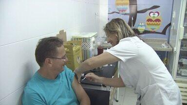 Guarujá tem Dia 'D' municipal de vacinação contra febre amarela - Os 20 postos participantes da campanha contra a doença atenderam a população.