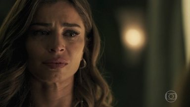 Lívia promete terminar seu namoro com Mariano - Depois de ser ameaçada por Sophia, a loira concorda dar um fim à sua história de amor com o garimpeiro para ficar ao lado do filho Tomaz