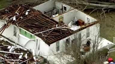 Tempestades atingem Meio-Oeste dos Estados Unidos e cinco pessoas morrem - Nos estados do Tennesse e Kentucky os ventos chegaram a cento e vinte e cinco quilômetros por hora e destruíram dezenas de casas.