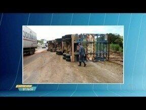 Mulher morre após acidente na BR 381, entre as cidades de Naque e Periquito - Acidente foi entre uma carreta e um carro de passeio.