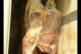 Em Parauapebas, fiscais da agência de defesa agropecuária apreenderam 6 toneladas de carne - A carga não tinha documento de inspeção da vigilância sanitária e por isso não poderia ser comercializada.