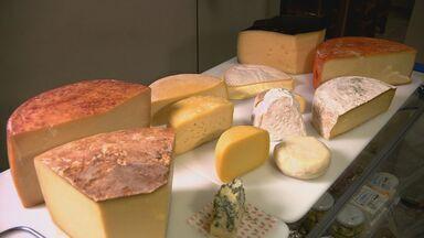 Pesquisa da Unicamp pode resolver problemas que queijo artesanal enfrenta na legislação - Motivo dos entraves vem do perigo de bactérias do produto fazerem mal à saúde. Pesquisa da Unicamp desenvolve 'mix das bactérias do bem'.