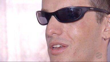 Homem cego de Dourados pede por oportunidade de emprego - Ele também realizou voar em um avião.