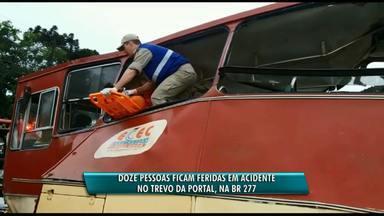12 pessoas ficam feridas em acidente em Cascavel - A batida foi na BR-277 e envolveu uma carreta e um ônibus com trabalhadores.