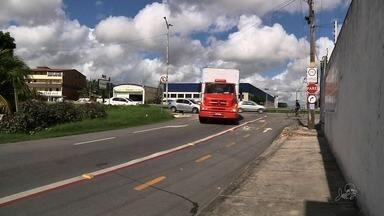Rua de Fortaleza tem motorista dirigindo na contramão a toda hora - Confira mais notícias em G1.globo.com/ce