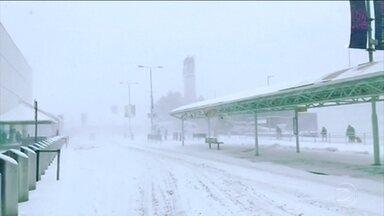 """Onda de frio na europa derruba temperaturas até -20 graus - A onda de frio é chamada por lá de """"fera do leste"""". Houve registros de mortes em vários países. A Escócia está em alerta máximo."""