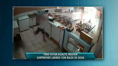 Empresária se defende de assalto jogando balde d'água em ladrão - Ela estava ajudando na limpeza da panificadora quando o assaltante chegou.
