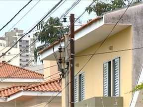 Oscilação de energia elétrica causa transtornos à população - Muitos casos acabam em prejuízo quando não há ressarcimento dos danos.