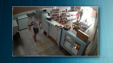 Dona de padaria joga água em bandido para evitar assalto - Câmera de segurança flagrou a ação