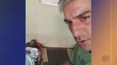 Andarilho morre após denúncia de descaso na porta de posto de saúde em Ribeirão Preto, SP - Juliano Machado, de 40 anos, teve parada cardiorrespiratória no final da manhã. Vídeo flagrou confusão enquanto paciente tinha convulsão do lado de fora de UBS na Vila Tibério.