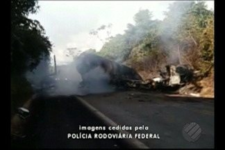 Acidente grave é registrado na rodovia Belém-Brasília próximo a Ulianópolis - Caminhão de transporte de gás e outro de transporte de gado bateram de frente e explodiram.
