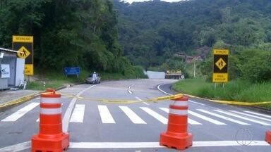 MPF quer que trecho na BR-040 continue interditado em Petrópolis, no RJ - No trecho onde uma cratera se abriu no ano passado.