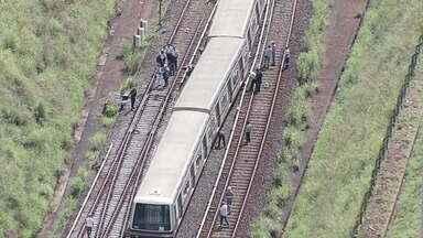 Equipes trabalham o dia inteiro para retirar trem do metrô que descarrilou em Águas Claras - O trem que descarrilou tem quatro vagões, mas três deles saíram dos trilhos.