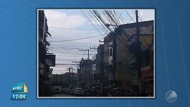 Telespectadores enviam imagens de fios soltos e embaralhados nos postes de Salvador - Além da poluição visual, os fios expostos podem até matar; veja na reportagem.