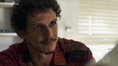 Zé Victor exige de Renato informações sobre o paradeiro de Tônia - Garimpeiro afirma que é o pai do bebê que a médica está esperando
