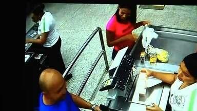 Estudante é preso suspeito de matar mulher e esconder corpo dentro de mala em Goiás - Vídeos mostram Ubiratan Guilherme Digues fazendo compra com Adriana Nunes de Sousa, de 24 anos, segundo delegado, antes de matá-la; homem nega o crime.