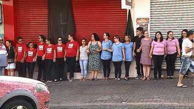 Comerciantes fecham as lojas para protestar - O pedido é por mais segurança