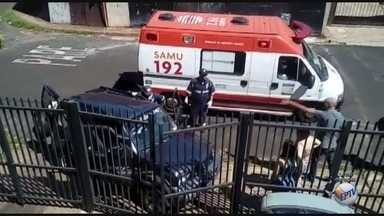 Idoso sofre mal súbito e bate carro em portão de prédio em Ribeirão Preto - Vítima, de 73 anos, foi levado ao Pronto-Socorro Central e passa bem.
