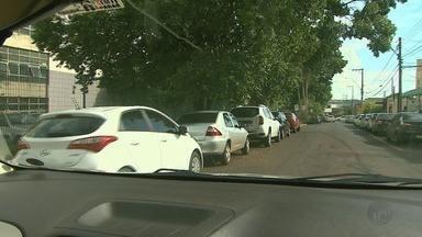 Motoristas reclamam da falta de vagas para estacionar perto do Fórum de Ribeirão Preto - Transerp informou que seis linhas de ônibus urbano atendem a região.