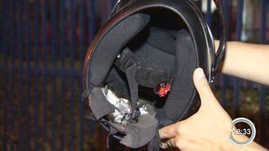 Jovem atingido por raio deve ter alta neste sábado (3) - Ele estava na garupa da moto do irmão na Dutra quando foi atingido.