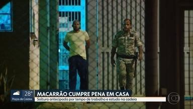Macarrão, condenado pelo homicídio de Eliza Samudio, sai da prisão - Ele foi condenado a 15 anos de detenção em regime fechado, mas passou menos de oito anos na cadeia.
