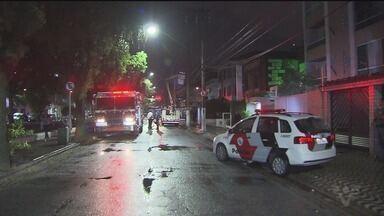 Incêndio em academia assusta moradores em Santos - Incidente aconteceu em caixa elétrica de uma academia na Av. Bernardino de Campos. Estabelecimento precisou ser esvaziado.