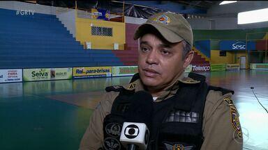 Tudo pronto para começar a Copa TV Grande Rio de Futsal - Tem um batalhão de voluntários trabalhando na competição.