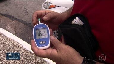 TCM vai investigar compra de fitas para medição de glicose para pacientes com diabetes - Em 2017, a prefeitura decidiu trocar o modelo do aparelho que é usado em hospitais e UBS e distribuído às pessoas que fazem a medição da glicose em casa.