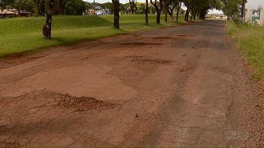 Ruas de Foz estão tomadas pelos buracos - A cada dia a situação piora ainda mais