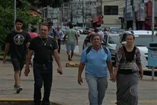 Comerciantes de Suzano se unem para pagar seguranças particulares - Vigilantes fazem rondas nos quarteirões.