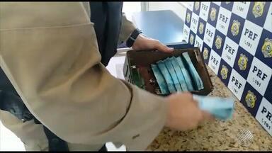 Dinheiro falso é encontrado em ônibus interestadual no sudoeste do estado - Setenta mil reais em notas falsas, foram encontradas dentro de uma caixa de som levada por um passageiro.