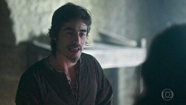 Tiago conta a Afonso e Martinho que Catarina cortou a água de Montemor - Afonso fica surpreso com a ousadia da princesa