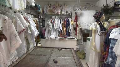 Bandidos invadem loja de roupas e artigos religiosos na rua Carlos Gomes, em Salvador - Os assaltantes levaram uma quantia em dinheiro; ninguém foi preso.