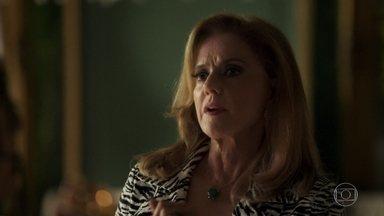 Sophia decide não registrar queixa contra Lívia e Mariano - Nicolau, Bruno e Estevão resgatam Tomaz. Bruno se irrita com atitude de Sophia