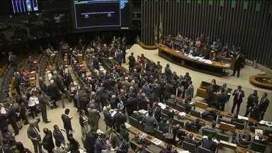 """Deputados da """"bancada da bala"""" se movimentam para incluir lei que facilita compra de armas - O projeto que acaba com Estatuo do Desarmamento é de 2012, mas ganhou força com a presidência da Câmara de Eduardo Cunha, hoje preso."""