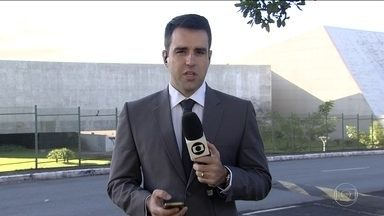 STJ decide nesta terça-feira (6) se livra Lula de ser preso - Na tarde desta terça-feira (6), o Superior Tribunal de Justiça julga o pedido do ex-presidente Lula para impedir que ele seja preso depois que se esgotarem todos os recursos no TRF, em Porto Alegre.