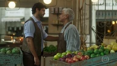 Geraldo emprega Inácio como gerente do empório - O português conhece Helena