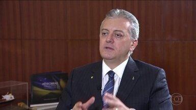 Ex-presidente do BB e da Petrobras é condenado a 11 anos de prisão - Sérgio Moro condenou Aldemir Bendine por corrupção e lavagem de dinheiro e declarou que ele 'revelou ousadia criminosa'.