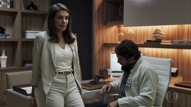 Tônia pede ajuda a Renato para montar um consultório em Pedra Santa - Ela confessa que está sentindo falta de Zé Victor
