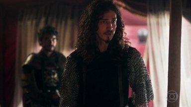 Cássio avisa a Rodolfo que o exército de Montemor tomou a cidade de Artena - Rodolfo manda um mensageiro ao castelo e pede para se encontrar com Augusto